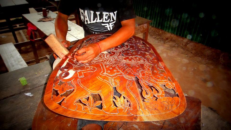 Travail du cuir pour théatre d'ombres
